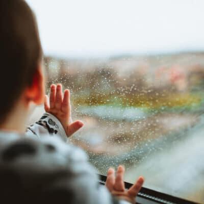 aktiviteter med børn i regnvejr